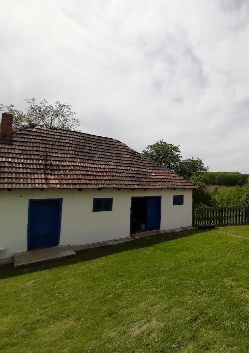 Pomoćna kuća sa kačarom za šljive